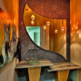 Moderne Gästetoilette mit Aufsatzwaschbecken und farbigen Fliesen in Salt Lake City