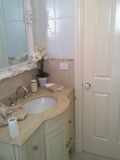 g stetoilette g ste wc mit beigefarbenen schr nken mediterran ideen f r g stebad und g ste. Black Bedroom Furniture Sets. Home Design Ideas