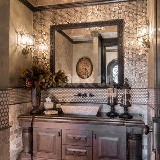 Esempio di un grande bagno di servizio tradizionale con ante con bugna sagomata, ante in legno bruno, piastrelle beige, piastrelle a mosaico, pareti beige, pavimento in terracotta, lavabo a bacinella e top in superficie solida