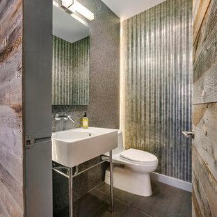ニューヨークの中くらいのコンテンポラリースタイルのおしゃれなトイレ・洗面所 (コンソール型シンク、一体型トイレ、グレーのタイル、グレーの壁、メタルタイル、濃色無垢フローリング、茶色い床) の写真