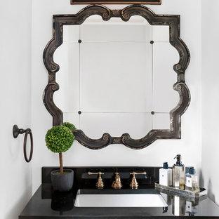 Immagine di un piccolo bagno di servizio stile rurale con ante in stile shaker, ante in legno chiaro, WC monopezzo, pistrelle in bianco e nero, piastrelle a mosaico, pareti grigie, lavabo sottopiano e top in marmo