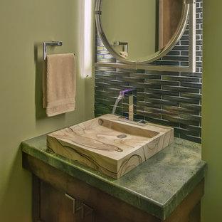 ミルウォーキーのラスティックスタイルのおしゃれなトイレ・洗面所 (グリーンの洗面カウンター) の写真