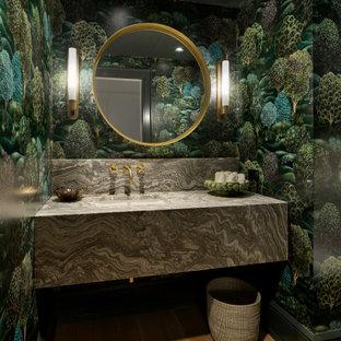 Idéer för att renovera ett vintage grå grått toalett, med flerfärgade väggar, ljust trägolv, ett undermonterad handfat och beiget golv