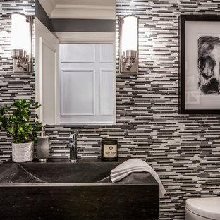 Ispirazione per un bagno di servizio design di medie dimensioni con nessun'anta, piastrelle nere, piastrelle grigie, piastrelle bianche, piastrelle a listelli, pareti grigie, pavimento in marmo, lavabo a bacinella e pavimento grigio