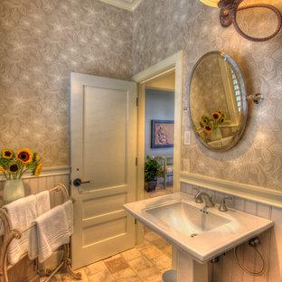 Ispirazione per un piccolo bagno di servizio costiero con pareti grigie, pavimento in terracotta, lavabo a colonna e pavimento multicolore