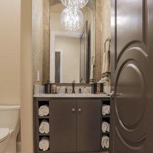 Пример оригинального дизайна: туалет среднего размера в средиземноморском стиле с плоскими фасадами, коричневыми фасадами, унитазом-моноблоком, серой плиткой, коричневыми стенами, полом из керамической плитки, врезной раковиной, столешницей из гранита, коричневым полом и серой столешницей