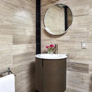 Foto de aseo bohemio, de tamaño medio, con baldosas y/o azulejos grises, baldosas y/o azulejos de mármol, paredes multicolor, suelo con mosaicos de baldosas, lavabo tipo consola y suelo multicolor