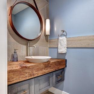 Идея дизайна: маленький туалет в стиле фьюжн с настольной раковиной, фасадами с утопленной филенкой, серыми фасадами, столешницей из дерева, серой плиткой, керамогранитной плиткой, синими стенами, полом из керамогранита и коричневой столешницей