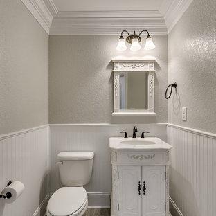 Неиссякаемый источник вдохновения для домашнего уюта: туалет среднего размера в классическом стиле с фасадами островного типа, желтыми фасадами, полом из керамогранита и столешницей из гранита