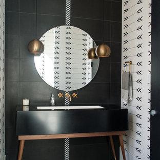 デンバーのコンテンポラリースタイルのおしゃれなトイレ・洗面所 (家具調キャビネット、黒いタイル、黒い壁、黒い床、アンダーカウンター洗面器、黒い洗面カウンター) の写真