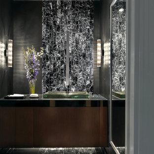 Foto di un bagno di servizio minimal con pistrelle in bianco e nero e piastrelle di marmo