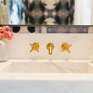 Foto de aseo moderno con lavabo encastrado y encimera de mármol