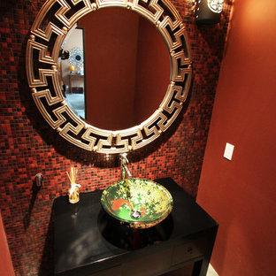 Imagen de aseo de estilo zen, de tamaño medio, con baldosas y/o azulejos rojos, baldosas y/o azulejos en mosaico, paredes rojas, lavabo sobreencimera, armarios con paneles lisos y puertas de armario de madera en tonos medios
