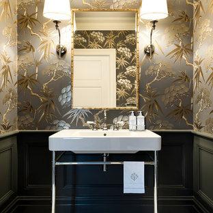 Réalisation d'un petit WC et toilettes tradition avec un plan vasque, un mur multicolore et un sol en carrelage de terre cuite.