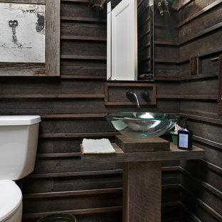 Idee per un bagno di servizio stile rurale con lavabo a bacinella, top in legno e top marrone