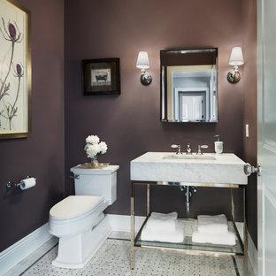 Новые идеи обустройства дома: туалет среднего размера в стиле современная классика с раздельным унитазом, мраморной столешницей, фиолетовыми стенами, мраморным полом и врезной раковиной