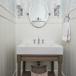 グランドラピッズの小さいトラディショナルスタイルのおしゃれなトイレ・洗面所 (家具調キャビネット、グレーのキャビネット、分離型トイレ、青い壁、無垢フローリング、ベッセル式洗面器、大理石の洗面台、白い洗面カウンター、独立型洗面台、羽目板の壁) の写真