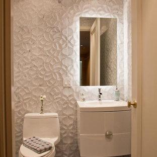 Стильный дизайн: маленький туалет в современном стиле с врезной раковиной, плоскими фасадами, белыми фасадами, столешницей из искусственного камня, унитазом-моноблоком, белой плиткой, синей плиткой, белыми стенами и полом из керамической плитки - последний тренд