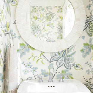 Immagine di un bagno di servizio stile marinaro con pareti multicolore e lavabo a colonna