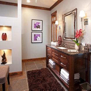 Свежая идея для дизайна: туалет среднего размера в стиле модернизм с врезной раковиной, фасадами островного типа, темными деревянными фасадами, серыми стенами, столешницей из гранита, разноцветной плиткой, стеклянной плиткой, полом из керамической плитки и коричневой столешницей - отличное фото интерьера