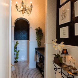 Пример оригинального дизайна: туалет среднего размера в стиле ретро с открытыми фасадами, черными фасадами, раздельным унитазом, белой плиткой, керамической плиткой, черными стенами, врезной раковиной, мраморной столешницей и мраморным полом