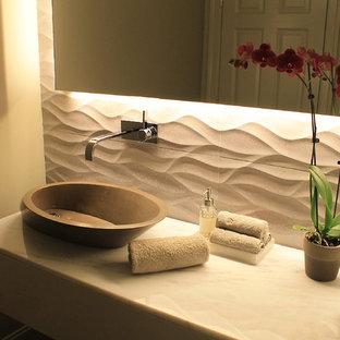 Свежая идея для дизайна: маленький туалет в стиле модернизм с серой плиткой, керамогранитной плиткой, серыми стенами, настольной раковиной и мраморной столешницей - отличное фото интерьера