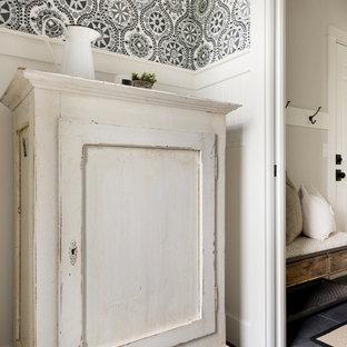 Неиссякаемый источник вдохновения для домашнего уюта: туалет среднего размера в стиле модернизм с фасадами островного типа, искусственно-состаренными фасадами, унитазом-моноблоком, желтой плиткой, синими стенами, настольной раковиной, столешницей из дерева и коричневой столешницей