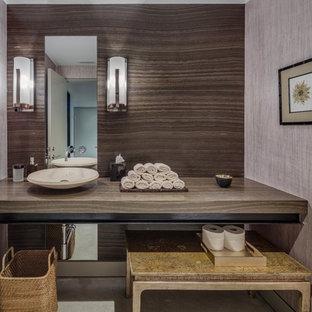 Идея дизайна: туалет среднего размера в стиле модернизм с серыми стенами, бетонным полом, настольной раковиной, столешницей из дерева, серым полом и коричневой столешницей