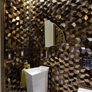 На фото: маленький туалет в современном стиле с инсталляцией, коричневыми стенами, раковиной с пьедесталом и белым полом с