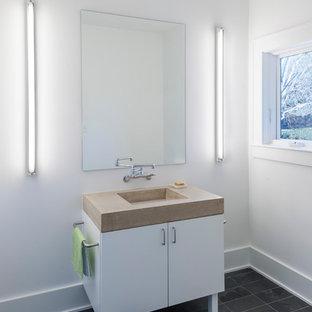 Свежая идея для дизайна: туалет среднего размера в стиле модернизм с плоскими фасадами, белыми фасадами, белыми стенами, полом из сланца, монолитной раковиной и столешницей из бетона - отличное фото интерьера