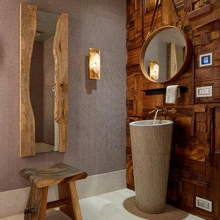 На фото: туалет в современном стиле с коричневыми стенами, раковиной с пьедесталом и бежевым полом с