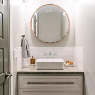 Immagine di un piccolo bagno di servizio classico con consolle stile comò, ante bianche, piastrelle bianche, piastrelle diamantate, pareti grigie, pavimento con piastrelle in ceramica, lavabo a bacinella e top in cemento