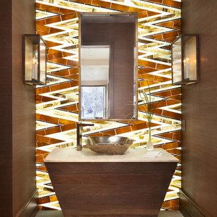 Пример оригинального дизайна интерьера: туалет в стиле рустика с настольной раковиной и стеклянной плиткой