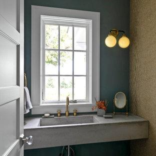 На фото: маленькие туалеты с зелеными стенами, полом из сланца, монолитной раковиной, столешницей из бетона и серым полом