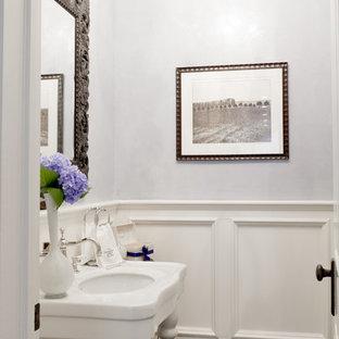 Klassische Gästetoilette mit Waschtischkonsole in New York