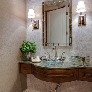 Idée de décoration pour un grand WC et toilettes ethnique.