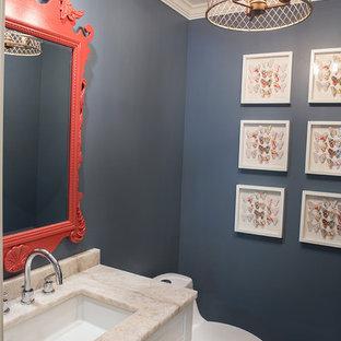 На фото: маленький туалет в морском стиле с плоскими фасадами, белыми фасадами, унитазом-моноблоком, серой плиткой, синими стенами, врезной раковиной и столешницей из искусственного кварца с