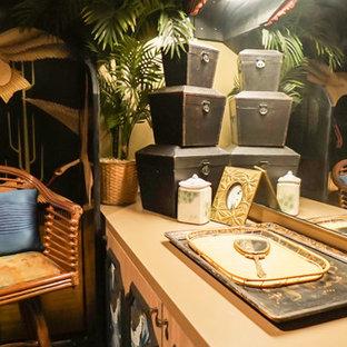 Imagen de aseo de estilo zen, pequeño, con armarios tipo mueble, puertas de armario de madera oscura, paredes multicolor, suelo vinílico, encimera de madera y suelo negro