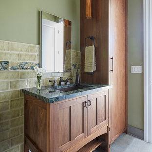 Aménagement d'un WC et toilettes craftsman avec un placard avec porte à panneau encastré, des portes de placard en bois brun, un carrelage vert, des carreaux de céramique, un mur vert, un sol en carrelage de porcelaine, un lavabo encastré, un plan de toilette en marbre, un sol vert et un plan de toilette vert.