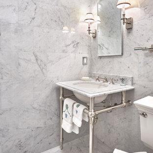 Foto de aseo bohemio con baldosas y/o azulejos de mármol, suelo de mármol y encimera de mármol