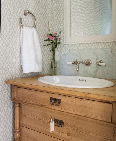 waschbecken mit antikem unterschrank 5 tipps zum umbau von kommoden. Black Bedroom Furniture Sets. Home Design Ideas