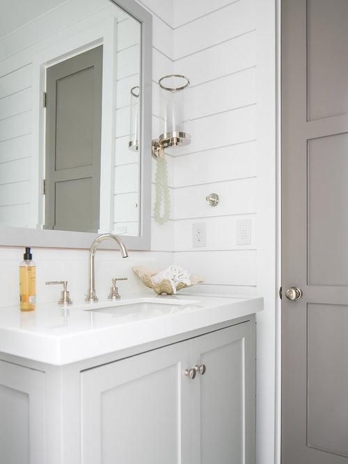 Foto e idee per bagni di servizio bagno di servizio al mare con top in superficie solida - Bagno al mare ...