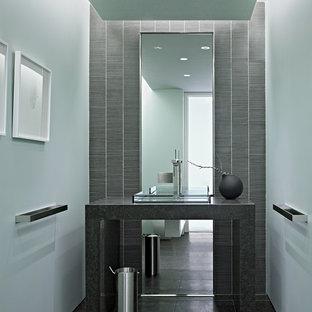 Ispirazione per un bagno di servizio minimalista con piastrelle a mosaico