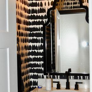 Идея дизайна: маленький туалет в стиле современная классика с плоскими фасадами, бирюзовыми фасадами, разноцветными стенами, полом из керамогранита, врезной раковиной, столешницей из искусственного кварца и разноцветным полом