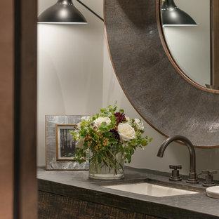 Esempio di un bagno di servizio moderno di medie dimensioni con consolle stile comò, ante con finitura invecchiata, piastrelle beige, pareti beige, pavimento con cementine, lavabo integrato e top in pietra calcarea