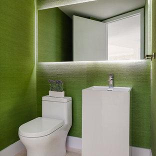 Idee per un bagno di servizio minimal con pavimento beige