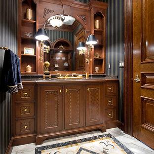 Immagine di un piccolo bagno di servizio classico con lavabo da incasso, ante lisce, ante in legno scuro, pareti nere, top in marmo, WC a due pezzi, piastrelle multicolore e pavimento in marmo