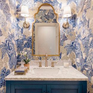 Пример оригинального дизайна: маленький туалет в стиле современная классика с фасадами в стиле шейкер, синими фасадами, синими стенами, паркетным полом среднего тона, врезной раковиной, столешницей из искусственного кварца, коричневым полом и белой столешницей