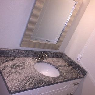 Idées déco pour un petit WC et toilettes classique avec un placard à porte shaker, des portes de placard blanches, un mur beige, un lavabo encastré, un plan de toilette en granite et un plan de toilette gris.