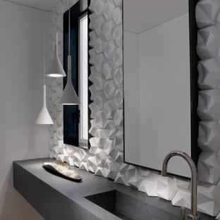 サンフランシスコの巨大なコンテンポラリースタイルのおしゃれなトイレ・洗面所 (白いタイル、白い壁、一体型シンク、グレーの洗面カウンター、分離型トイレ、コンクリートの洗面台、無垢フローリング、茶色い床) の写真